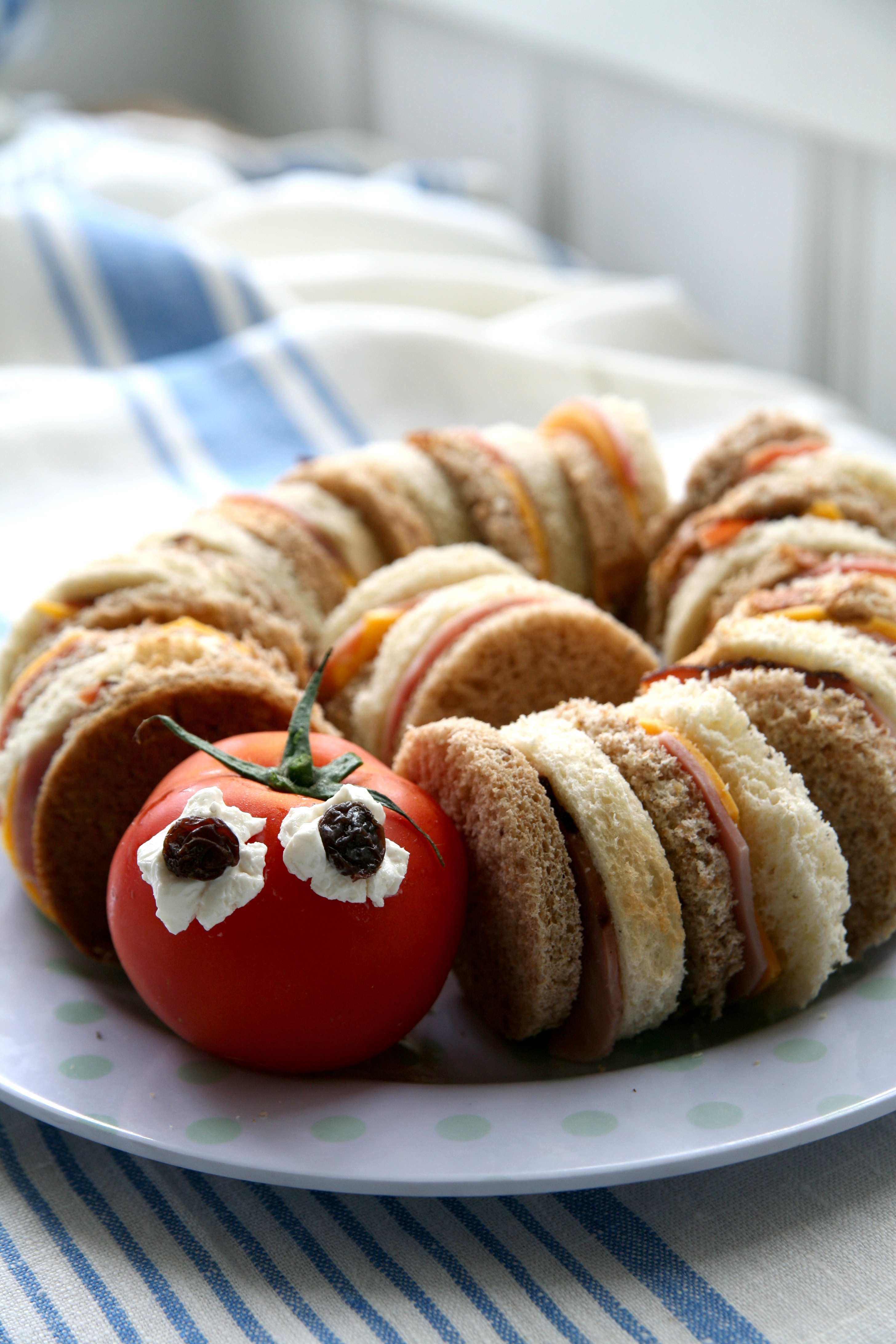 Circular sandwiches with a simple tomato head.